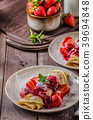 Pancakes with strawberries 39694848