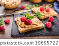 Toast with peanut butter and berries 39695722