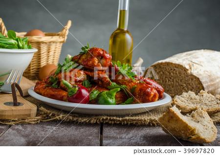Hot chicken wings 39697820