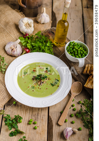 Soup of young peas 39698479