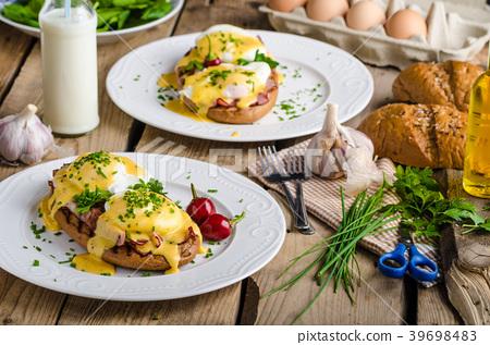 Eggs Benedict 39698483