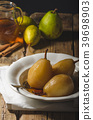 Pears glazed in tea and cinnamon 39698903