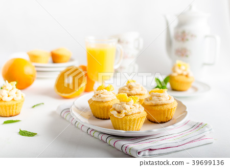Fruit muffins 39699136