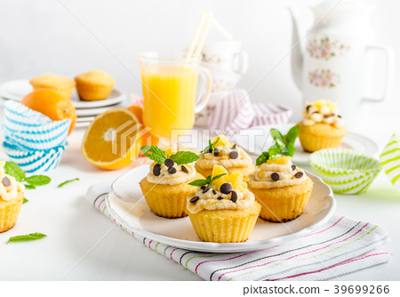 Fruit muffins 39699266