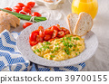 Scrambled eggs with herbs 39700155