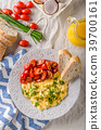 Scrambled eggs with herbs 39700161
