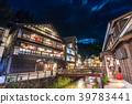 ทิวทัศน์ยามค่ำคืนของเมืองสปา Ginzan Onsen 39783441