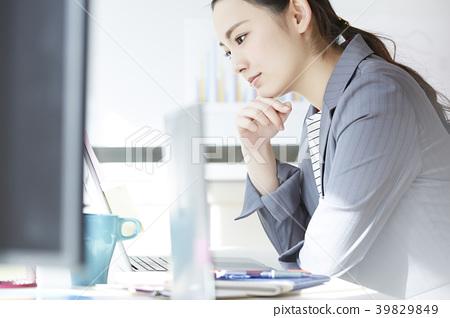 女商人書桌工作 39829849