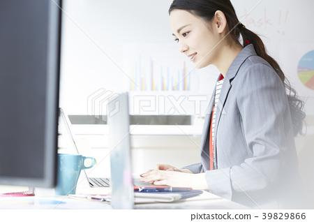 女商人書桌工作 39829866
