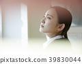 人物 成熟的女人 一個年輕成年女性 39830044