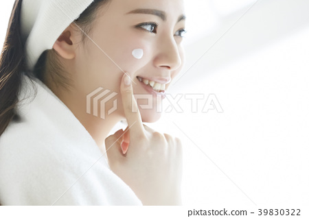 Women beauty skin care 39830322