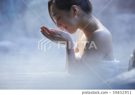 Hot spring woman portrait 39832951