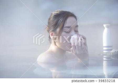 溫泉女人肖像 39833218