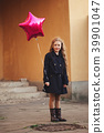 young girl with purple balloon 39901047