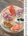 Crostini with different toppings 39918680