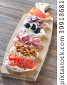 Crostini with different toppings 39918681