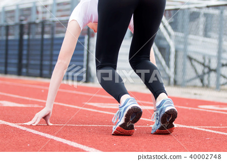 Female sprinter in the Set position 40002748