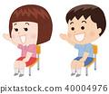 의자에 앉아 손을 드는 초등학생 40004976