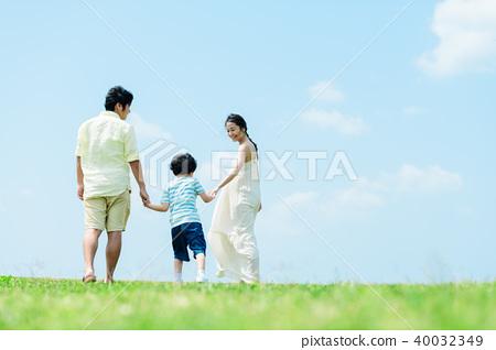 年輕的父母和孩子 40032349