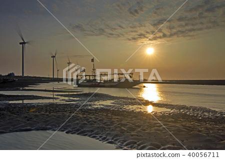 翡翠,彰化,新港,慶安北路,漁港,夕陽,漁船,影子,風力發電機,山 40056711