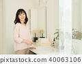 미들 여성 라이프 스타일 화장실 이미지 40063106