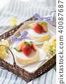 딸기 롤 케이크 40087687