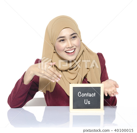 woman looking chalkboard with word CONTACT US 40100015