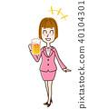 吹口哨用桶装啤酒的女商人 40104301