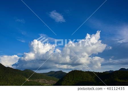 Copy space with mountain, blue sky and white cloud 40112435
