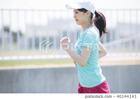 20多歲的日本女性跑步 40144143