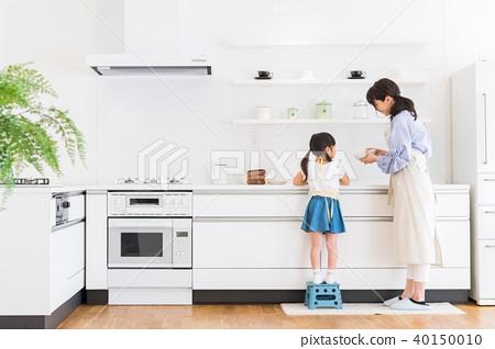 부모와 자식, 모녀, 부엌, 도와 뒷모습 40150010