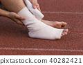 Male athlete applying compression bandage  40282421
