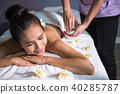 therapist using oil for Thai massage 40285787