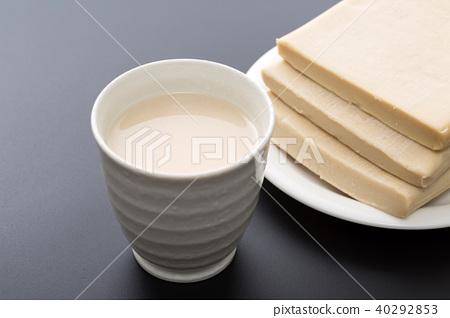Sake cake 40292853