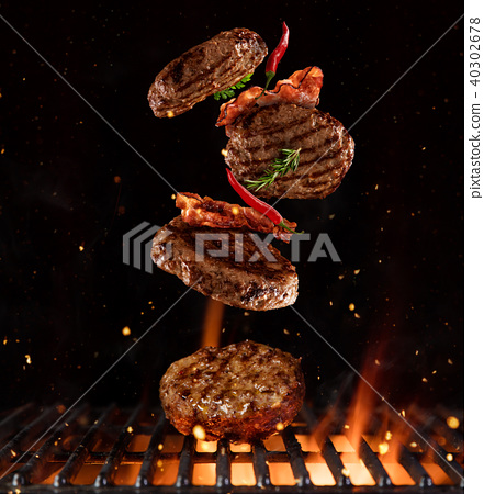 Pieces of minced meal for hamburgers 40302678