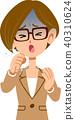 穿著西裝咳嗽冷眼鏡的職業女性的疾病的症狀 40310624