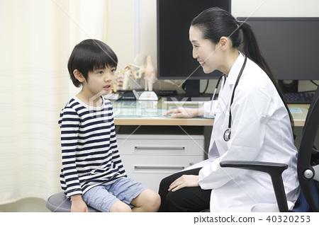 體檢女醫生和男孩 40320253