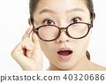 一個年輕成年女性 女生 女孩 40320686