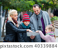 family, travellers, holding 40339884