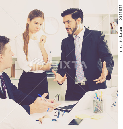 Businessman feeling angry to coworkers in office 40341851