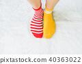 Legs in socks two colors alternate. 40363022