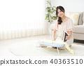 다림질을하는 젊은 여성 40363510