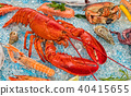 Whole lobster with seafood, served on crushed ice 40415655