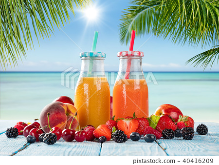 Fresh juice with fruit mix on the beach 40416209