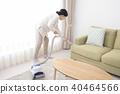 진공 청소기로 청소 수석 여성 40464566