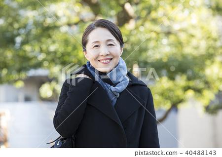 중년 여성 야외 40488143