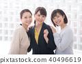 微笑的女商人3人20多歲30多歲 40496619
