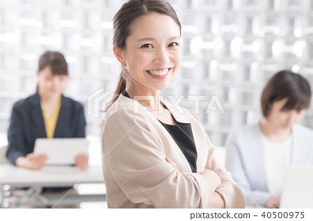 웃는 비즈니스 우먼 일본인 여성 40500975