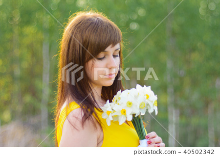 portrait of a young girl with a bouquet of daffodils spring 40502342