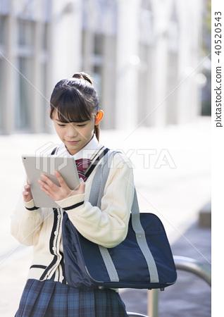 看片劑的女小學生 40520543